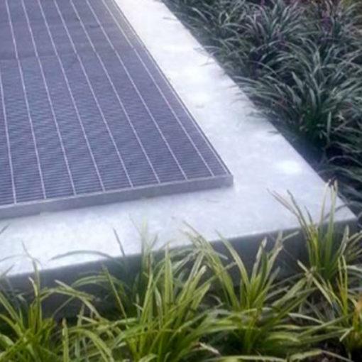 particolare giardino pensile intensivo ad arbusti e alberature realizzato con sistema Perliroof - complesso residenziale Milano