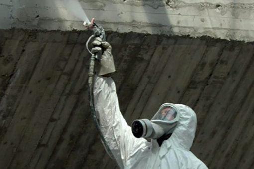 spruzzatura su strutture in cemento armato di vernice intumescente per la protezione passiva dal fuoco