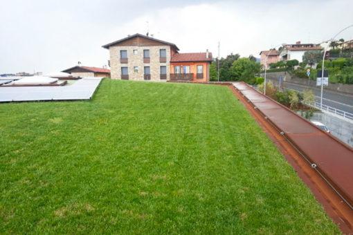 copertura verde a prato con integrazione di sistema fotovoltaico - Lago d'Iseo - Brescia