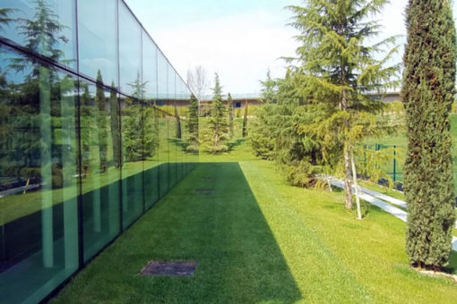 copertura verde pensile intensivo con alberi II grandezza - headquarter Diesel