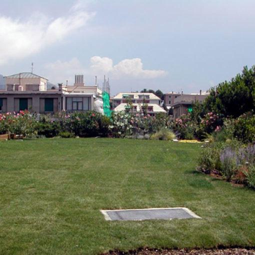 giardini pensili intensivi con prato, arbusti e piccoli alberi - sistema Perliroof - edificio residenziale - Genvoa