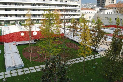 giardino pensile intensivo a prato e alberi realizzato con sistema Perliroof - complesso residenziale - Trieste