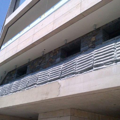 reinverdimento verticale di balconate con sistema Perligarden a base di perlite espansa